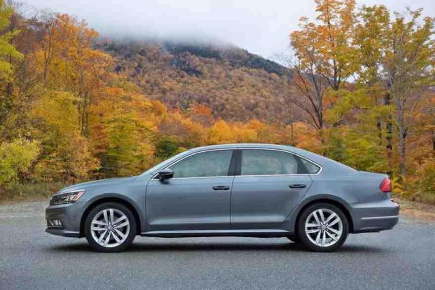 2016 Honda Accord vs. 2016 Volkswagen Passat: Which Is Better?